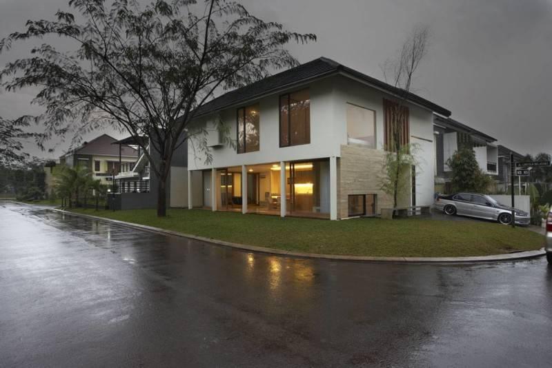 Foto inspirasi ide desain exterior tropis Corner-view oleh Sontang M Siregar di Arsitag