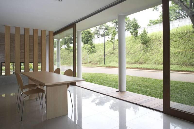 Sontang M Siregar House At Legenda Wisata Cibubur, Indonesia Cibubur, Indonesia Dining-Room-2 Tropis 6070