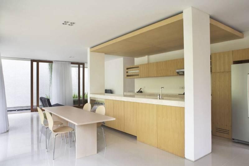 Sontang M Siregar House At Legenda Wisata Cibubur, Indonesia Cibubur, Indonesia Kitchen-And-Dining-Table-2 Tropis 6072
