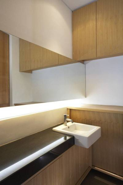 Foto inspirasi ide desain rumah modern Washtafel-1 oleh Sontang M Siregar di Arsitag