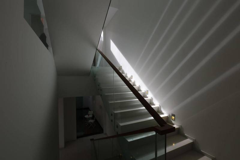 Julio Julianto The Minimal White House At Jimbaran Asri Bali, Indonesia Bali, Indonesia Stairs Modern 5915