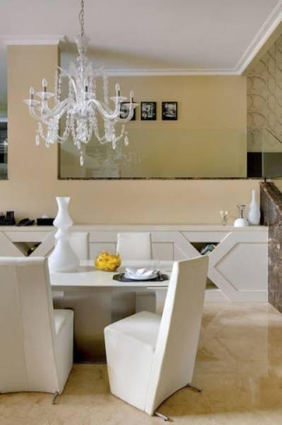 Foto inspirasi ide desain ruang makan klasik Diningroom oleh Iwan Sastrawiguna di Arsitag