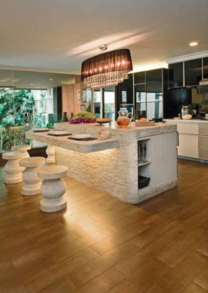 Foto inspirasi ide desain dapur kontemporer Stone-kitchen-island oleh Iwan Sastrawiguna di Arsitag