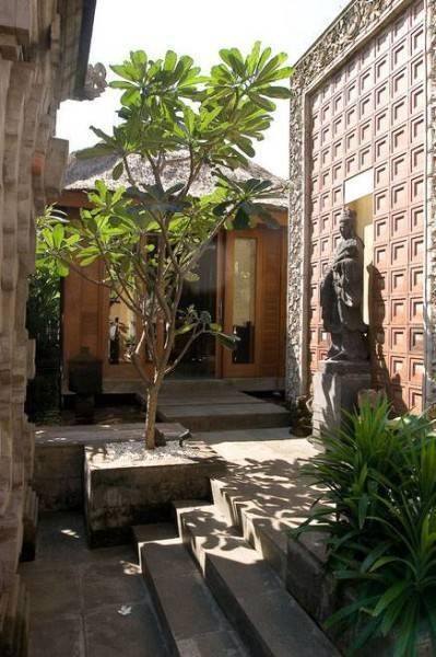 Foto inspirasi ide desain rumah kontemporer Entry oleh Iwan Sastrawiguna di Arsitag