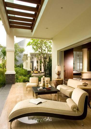 Foto inspirasi ide desain ruang keluarga modern Backyard-retreat oleh Iwan Sastrawiguna di Arsitag