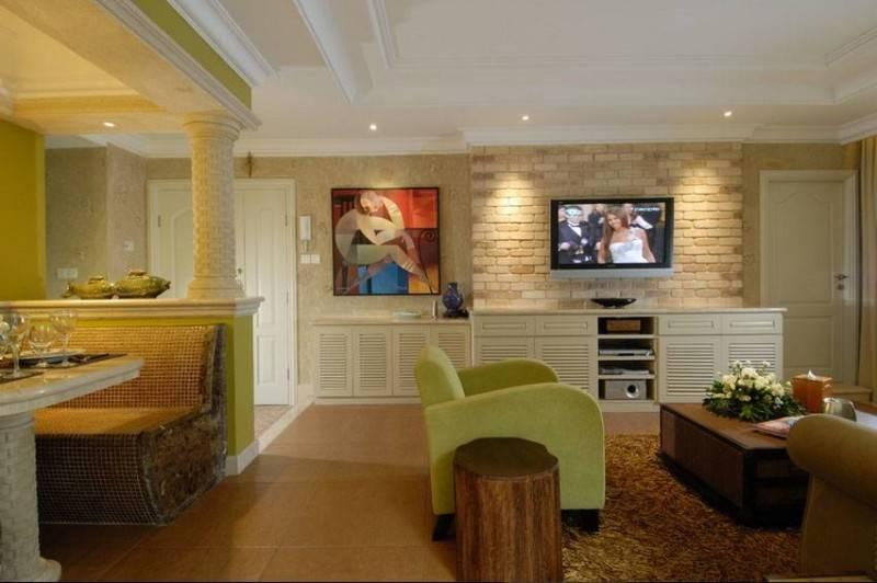 Foto inspirasi ide desain apartemen klasik Built-in-media-center oleh Iwan Sastrawiguna di Arsitag