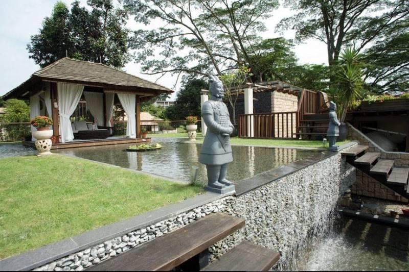 Foto inspirasi ide desain taman kontemporer Rooftop garden oleh Iwan Sastrawiguna di Arsitag