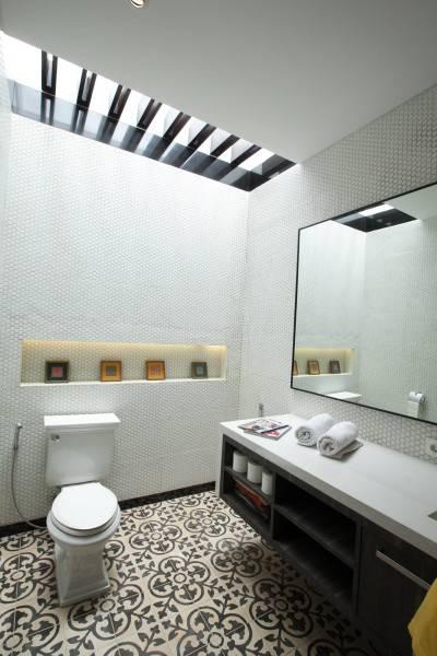 Adria Yurike Architects Bangka House Bangka, Mampang Prapatan, South Jakarta City, Jakarta, Indonesia Jakarta, Indonesia Bathroom  6924