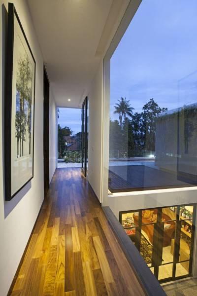 Adria Yurike Architects Bangka House Bangka, Mampang Prapatan, South Jakarta City, Jakarta, Indonesia Jakarta, Indonesia Second Floor Corridor  6927