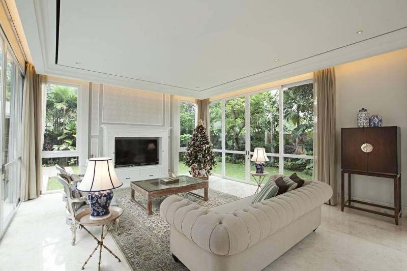 Adria Yurike Architects Taman Cilandak House South Jakarta, Indonesia South Jakarta, Indonesia Living Room Classic 6930