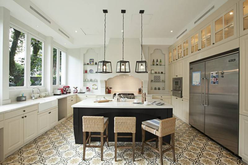 Foto inspirasi ide desain dapur Kitchen and dining area oleh Adria Yurike Architects di Arsitag