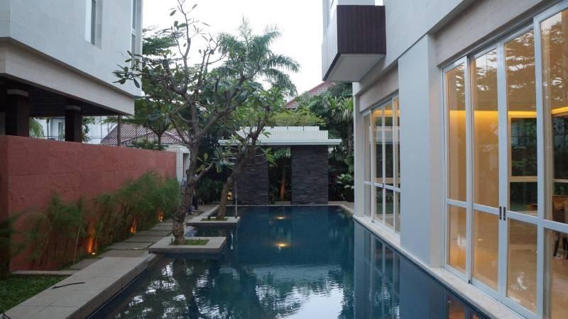 Adria Yurike Architects Taman Cilandak House South Jakarta, Indonesia South Jakarta, Indonesia Swimming Area  6937