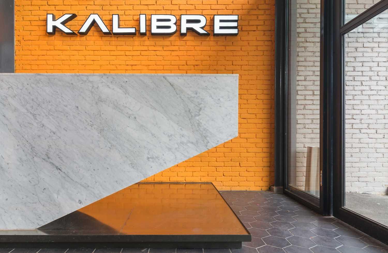 Foto inspirasi ide desain pintu masuk industrial Interior details oleh DNV Studio di Arsitag