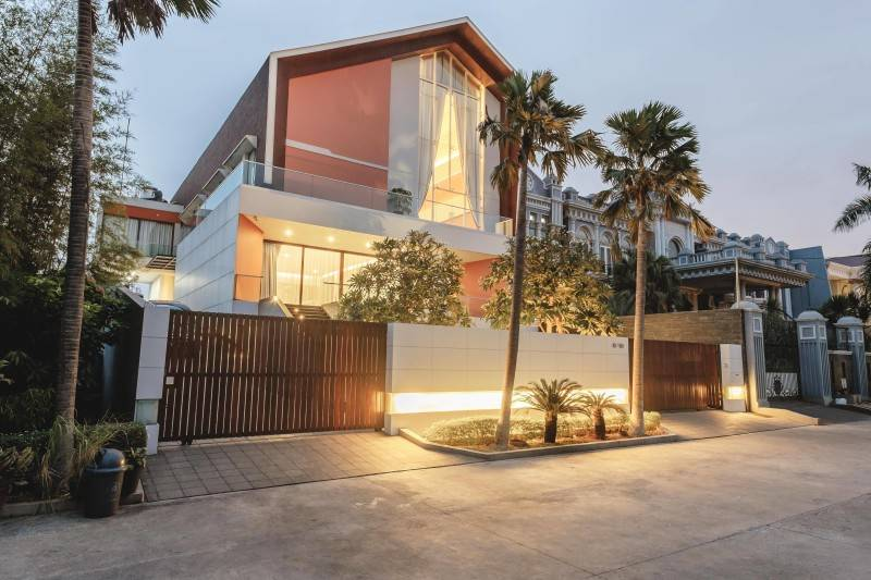 Studio Denny Setiawan Green Garden House Jakarta, Indonesia Jakarta, Indonesia Front-View  7394