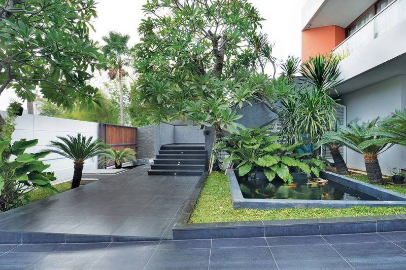 Studio Denny Setiawan Green Garden House Jakarta, Indonesia Jakarta, Indonesia Frontyard-And-Fish-Pond  7396