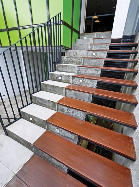 Studio Denny Setiawan Citra Garden House Jakarta, Indonesia Jakarta, Indonesia Front-Entrance-Stair  7420