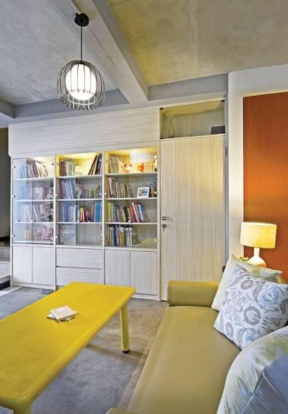Foto inspirasi ide desain perpustakaan Mini-library-view-2 oleh Studio Denny Setiawan di Arsitag