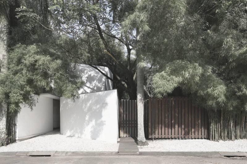 Foto inspirasi ide desain retail minimalis Studio tonton - front view oleh Antony Liu + Ferry Ridwan / Studio TonTon di Arsitag