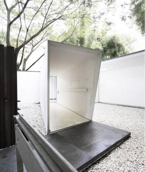 Foto inspirasi ide desain koridor dan lorong modern Studio tonton - corridor oleh Antony Liu + Ferry Ridwan / Studio TonTon di Arsitag