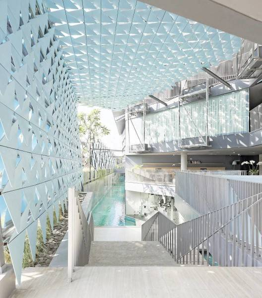 Foto inspirasi ide desain tangga minimalis Ize hotel - stairs oleh Antony Liu + Ferry Ridwan / Studio TonTon di Arsitag