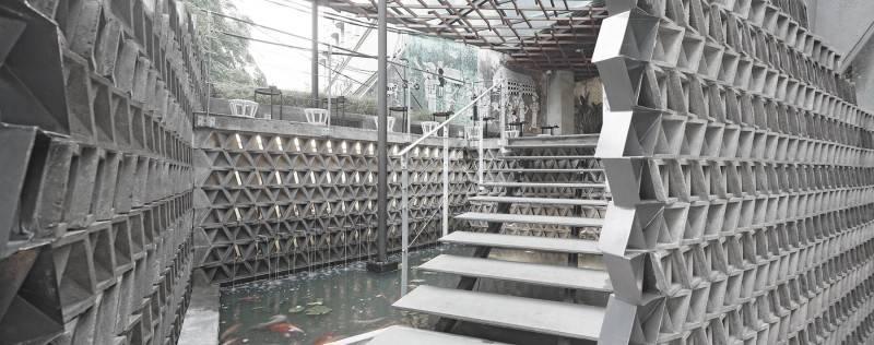 Foto inspirasi ide desain tangga minimalis Stairs to entrance oleh Antony Liu + Ferry Ridwan / Studio TonTon di Arsitag