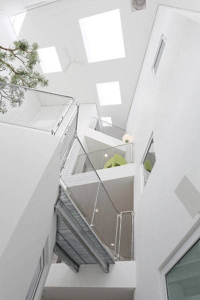 Foto inspirasi ide desain atap Interior ceiling oleh Antony Liu + Ferry Ridwan / Studio TonTon di Arsitag