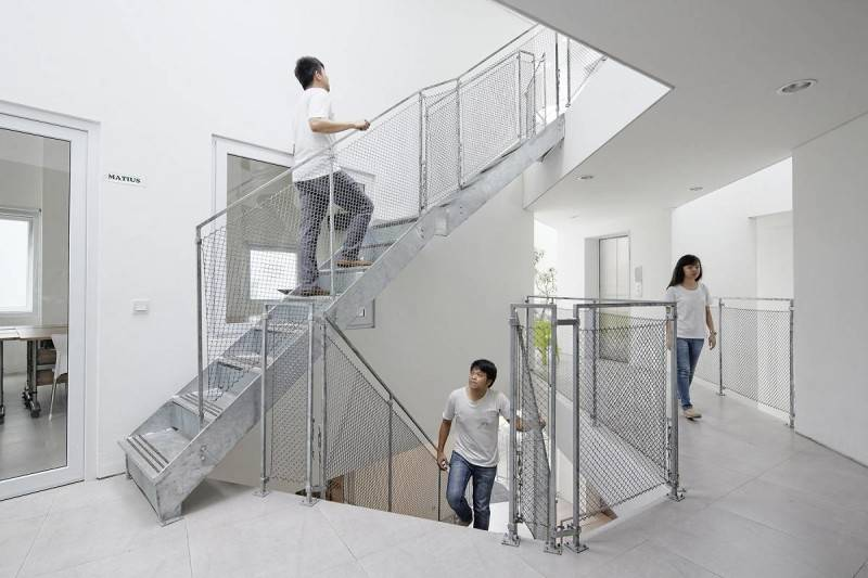 Antony Liu + Ferry Ridwan / Studio Tonton Griya Anugerah (Polyclinic) Tangerang, Banten, Indonesia Tangerang, Banten, Indonesia Staircase Modern 7955