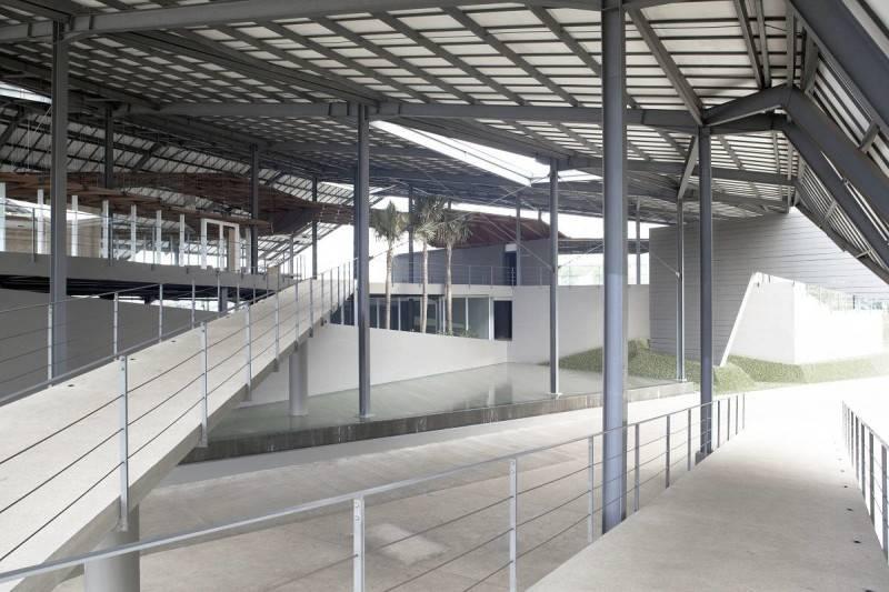 Foto inspirasi ide desain tangga Westone04 oleh Antony Liu + Ferry Ridwan / Studio TonTon di Arsitag