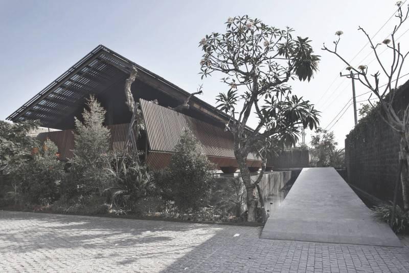 Foto inspirasi ide desain exterior minimalis Ametis villa - exterior oleh Antony Liu + Ferry Ridwan / Studio TonTon di Arsitag