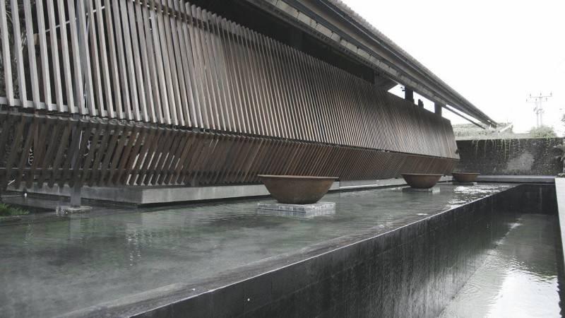 Foto inspirasi ide desain kolam minimalis Pond oleh Antony Liu + Ferry Ridwan / Studio TonTon di Arsitag