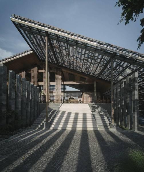 Foto inspirasi ide desain exterior modern Front view oleh Antony Liu + Ferry Ridwan / Studio TonTon di Arsitag
