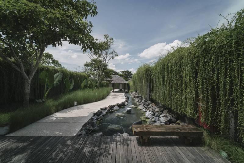 Foto inspirasi ide desain taman minimalis Pond oleh Antony Liu + Ferry Ridwan / Studio TonTon di Arsitag