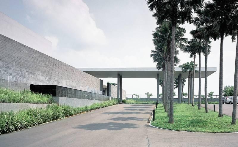 Foto inspirasi ide desain pintu masuk minimalis Exterior oleh Antony Liu + Ferry Ridwan / Studio TonTon di Arsitag