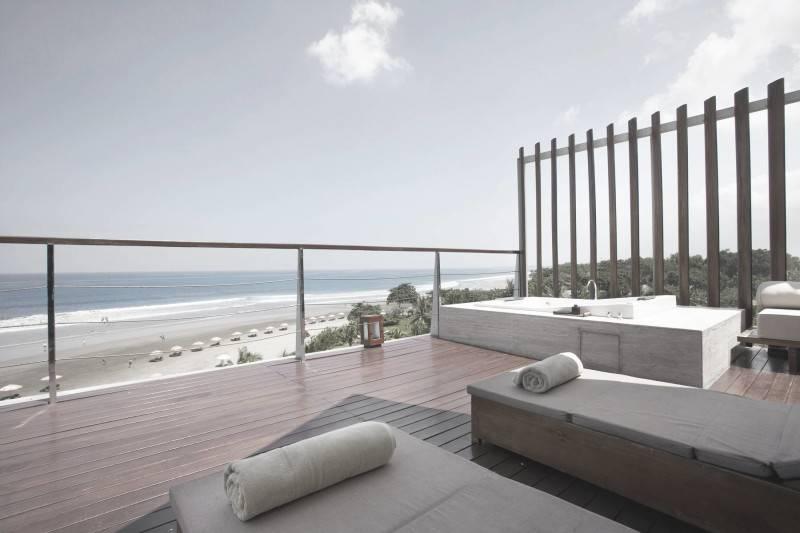 Foto inspirasi ide desain atap Rooftop area oleh Antony Liu + Ferry Ridwan / Studio TonTon di Arsitag