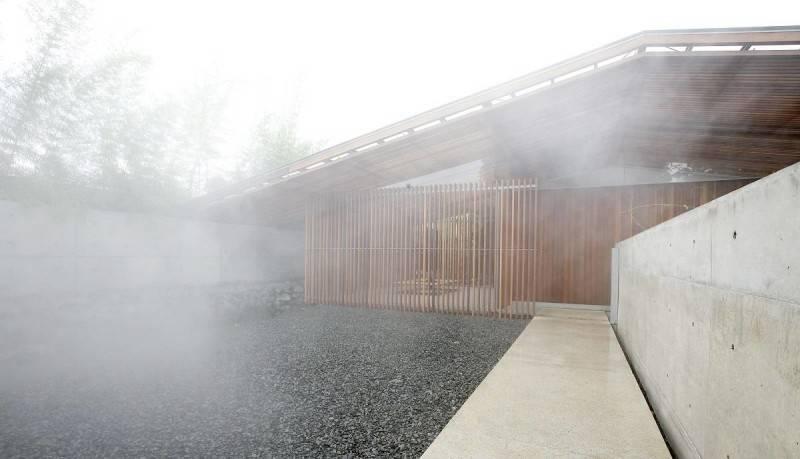 Foto inspirasi ide desain rumah modern Bea house - exterior oleh Antony Liu + Ferry Ridwan / Studio TonTon di Arsitag