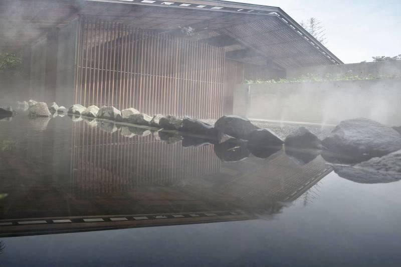 Foto inspirasi ide desain kolam minimalis Bea house - exterior oleh Antony Liu + Ferry Ridwan / Studio TonTon di Arsitag