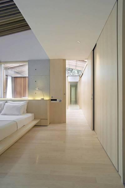 Foto inspirasi ide desain kamar tidur modern Bea house - bedroom oleh Antony Liu + Ferry Ridwan / Studio TonTon di Arsitag