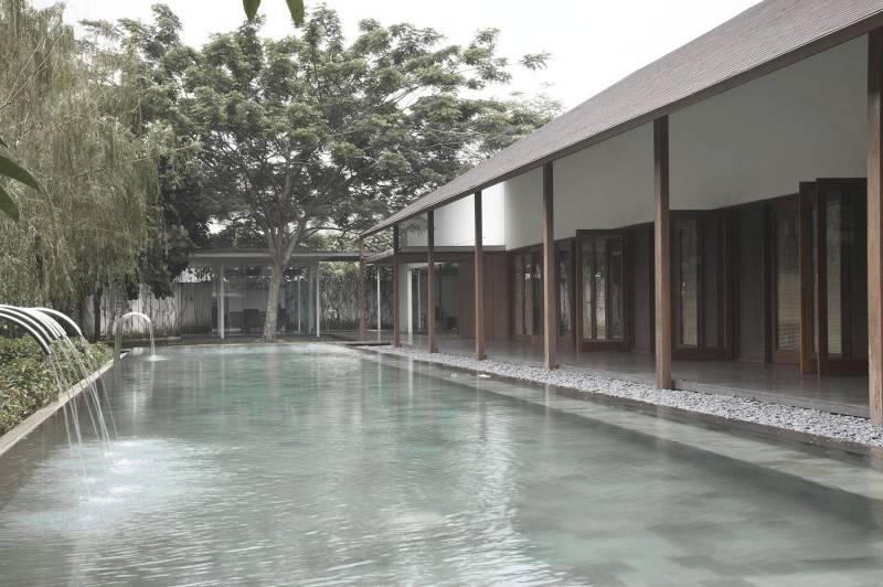 Foto inspirasi ide desain industrial Ew house - swimming pool oleh Antony Liu + Ferry Ridwan / Studio TonTon di Arsitag