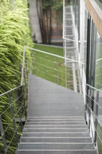 Foto inspirasi ide desain tangga minimalis Js house - stairs oleh Antony Liu + Ferry Ridwan / Studio TonTon di Arsitag