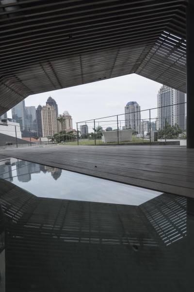 Antony Liu + Ferry Ridwan / Studio Tonton Js House Tulodong, Jakarta, Indonesia Tulodong, Jakarta, Indonesia Rooftop Area Industrial 8139
