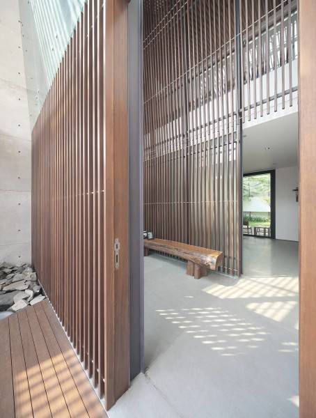 Antony Liu + Ferry Ridwan / Studio Tonton Mm House Permata Buana, Jakarta, Indonesia Permata Buana, Jakarta, Indonesia Entrance Modern 8154