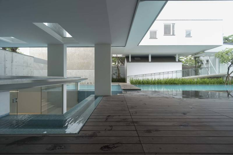 Antony Liu + Ferry Ridwan / Studio Tonton Is House Tangerang Tangerang Swimming Pool Area Modern 8171