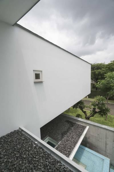 Antony Liu + Ferry Ridwan / Studio Tonton Is House Tangerang Tangerang Exterior Details Modern 8186