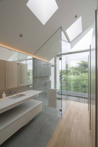 Antony Liu + Ferry Ridwan / Studio Tonton Is House Tangerang Tangerang Bathroom Modern 8190