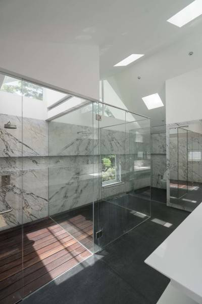 Antony Liu + Ferry Ridwan / Studio Tonton Is House Tangerang Tangerang Bathroom Modern 8191