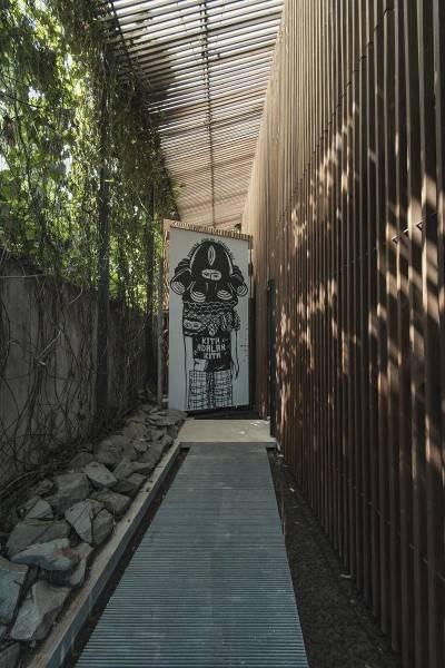 Antony Liu + Ferry Ridwan / Studio Tonton L+L House Tanah Teduh, Jakarta, Indonesia Tanah Teduh, Jakarta, Indonesia Walkway Modern 8198