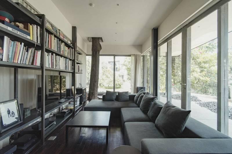 Foto inspirasi ide desain ruang keluarga modern Living room oleh Antony Liu + Ferry Ridwan / Studio TonTon di Arsitag