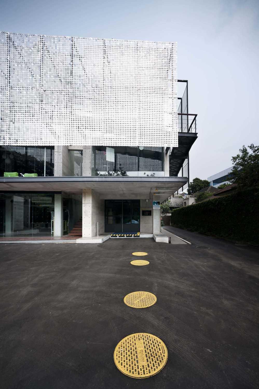 Chrystalline Artchitect Ampera Six Building Jakarta, Indonesia Jakarta, Indonesia Office Entrance Modern 8447