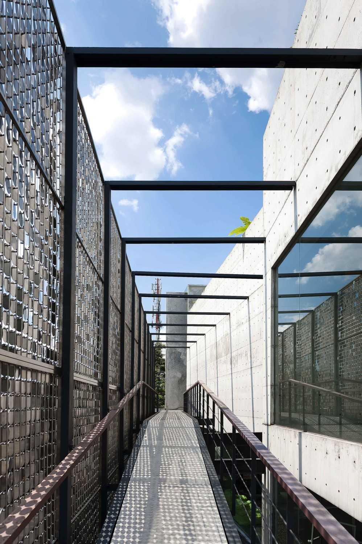 Chrystalline Artchitect Ampera Six Building Jakarta, Indonesia Jakarta, Indonesia Ramp Modern 8462