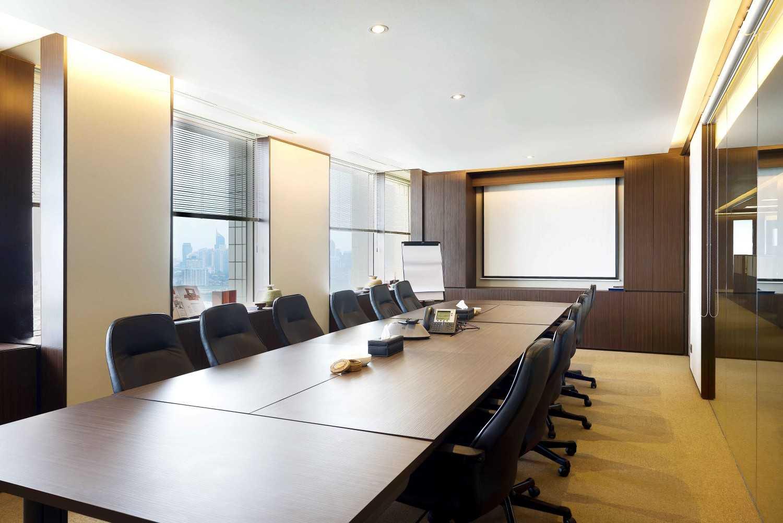 Foto inspirasi ide desain kantor modern Meeting room oleh CHRYSTALLINE artchitect di Arsitag